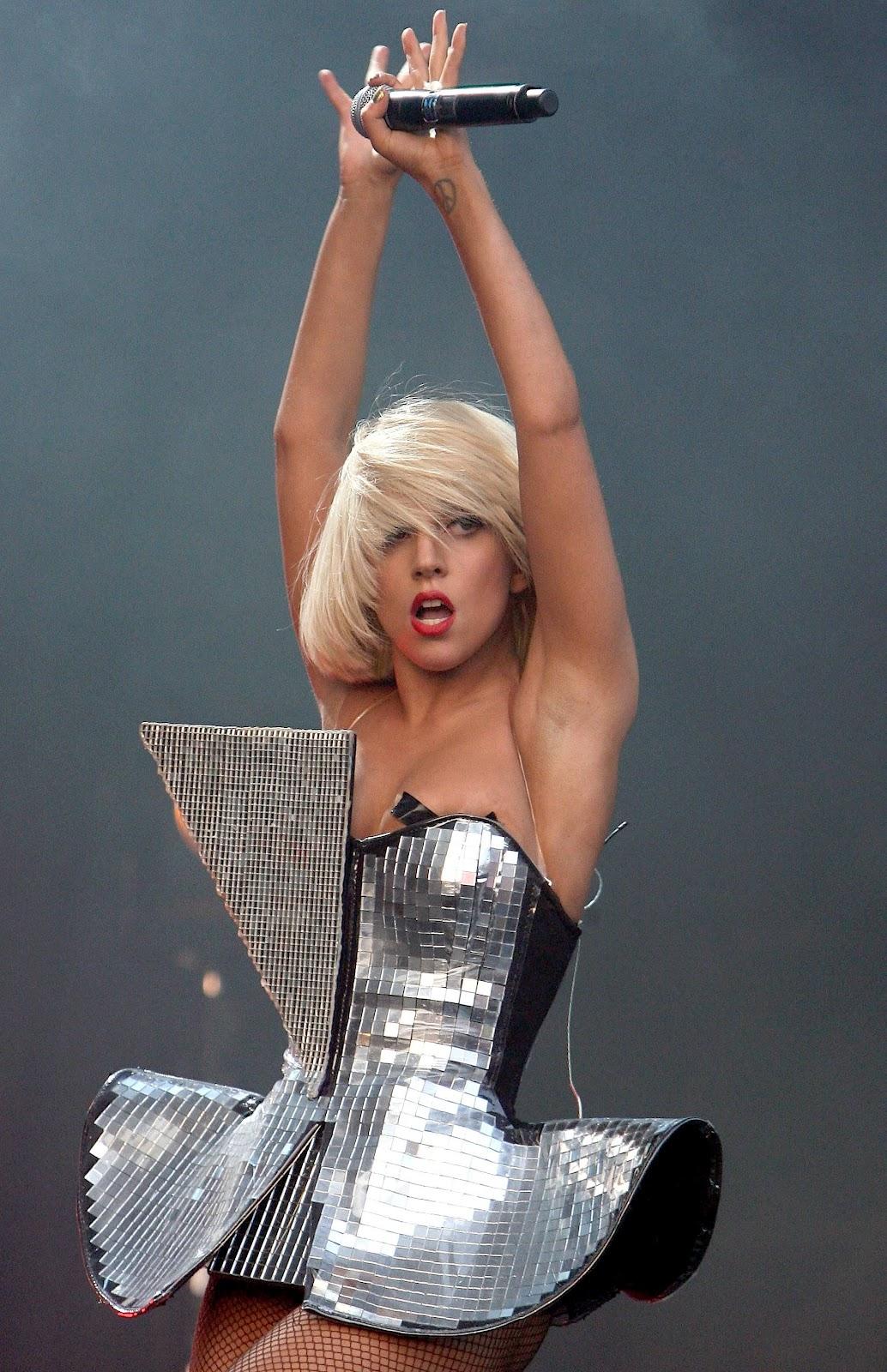 http://4.bp.blogspot.com/-NHFdgiIZYac/TztmpZFUpII/AAAAAAAAPHs/nBdTVx3PJ7E/s1600/Lady+Gaga+Hairstyle+(291).jpg