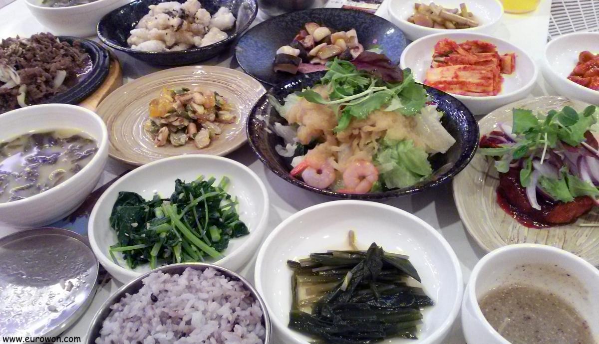 Comida coreana a base de ajos en Danyang