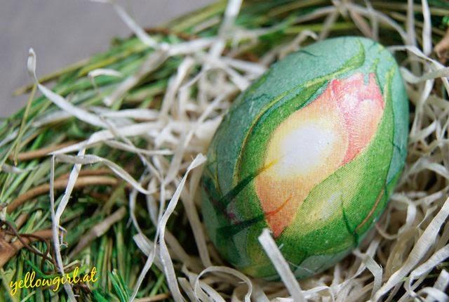 Osterdeko basteln: Ausgefallene Ostereier färben