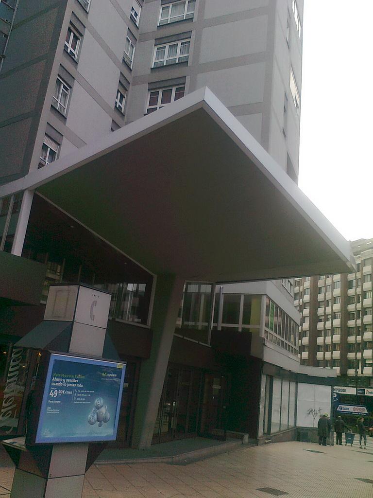 Edificio alsa oviedo castelao for Oficina alsa oviedo