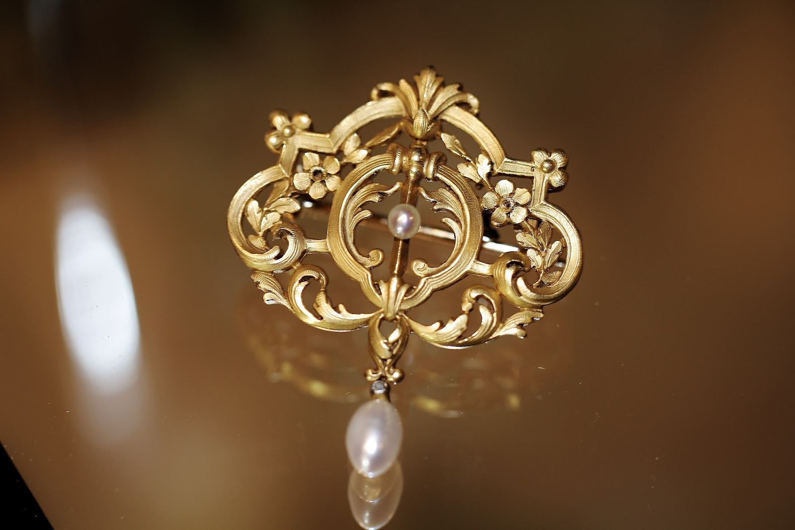 french gold pearl french gold pearl broochpendant circa1900 mozeypictures Choice Image