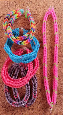Make these rubber band bracelets!