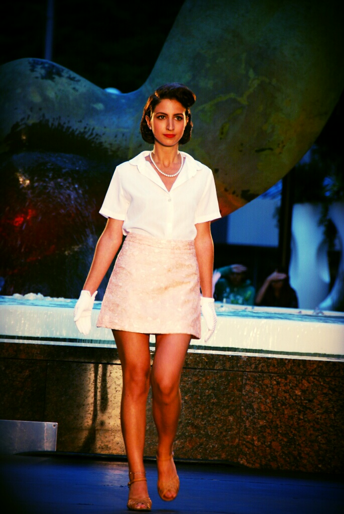 sandals retro vintage fashion show runway catwalk white gloves pink skirt festival mode design Montreal Grace Kelly