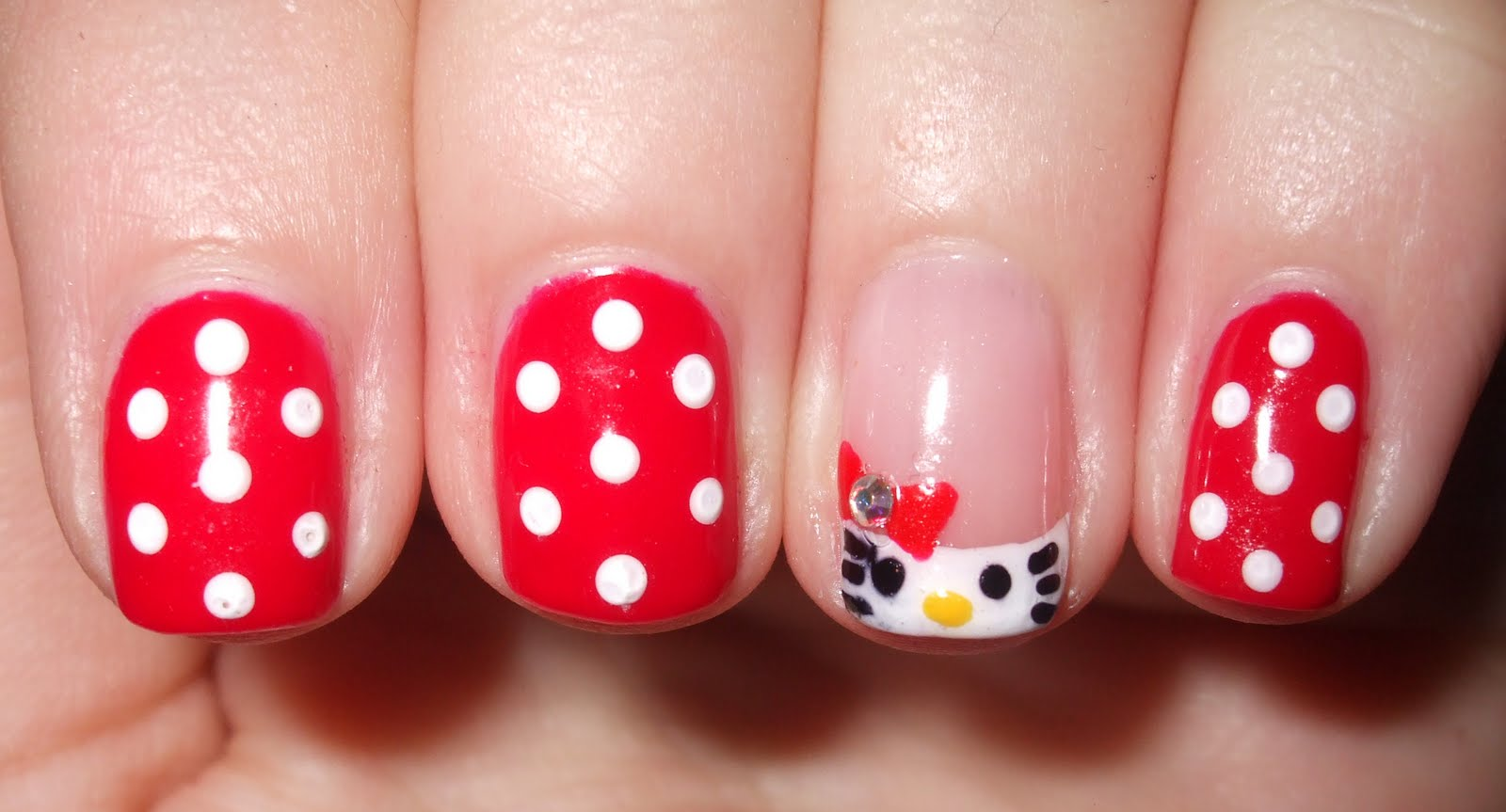 URBANELYDECAYED: Hello Kitty! Shellac Nail Art