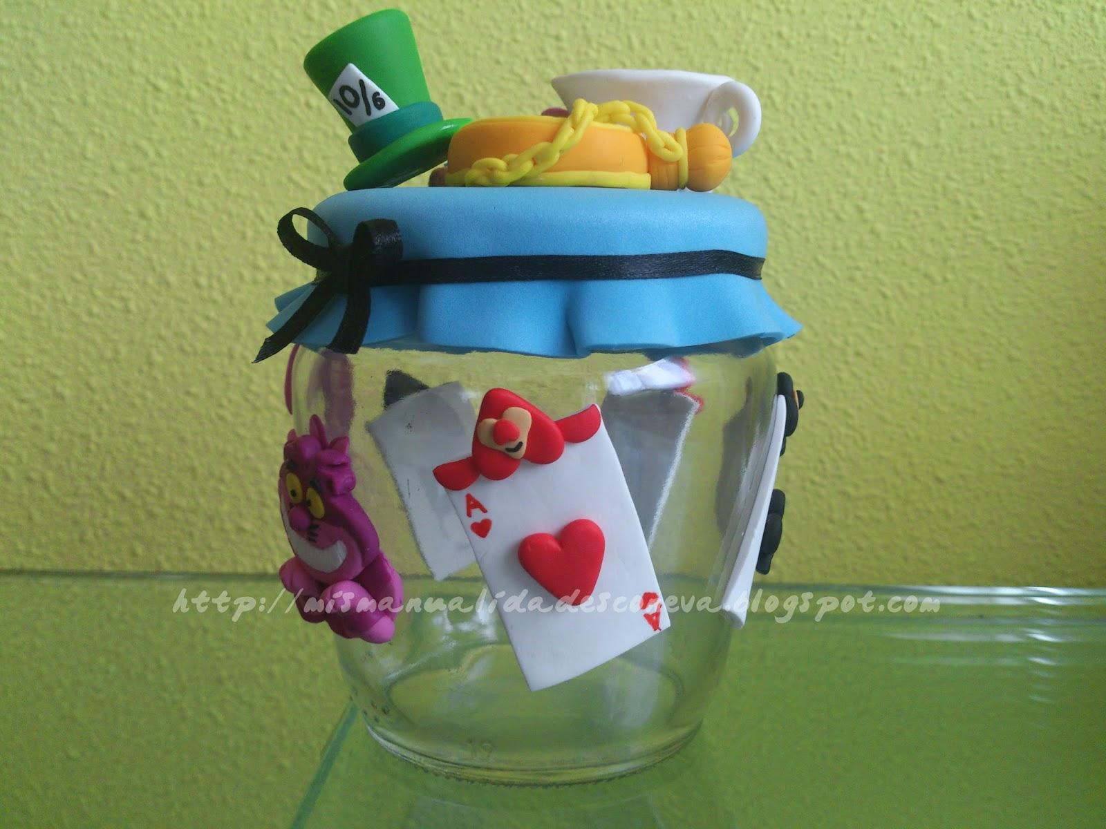 Mis manualidades con eva bote decorado alicia en el for Botes de cocina decorados con goma eva