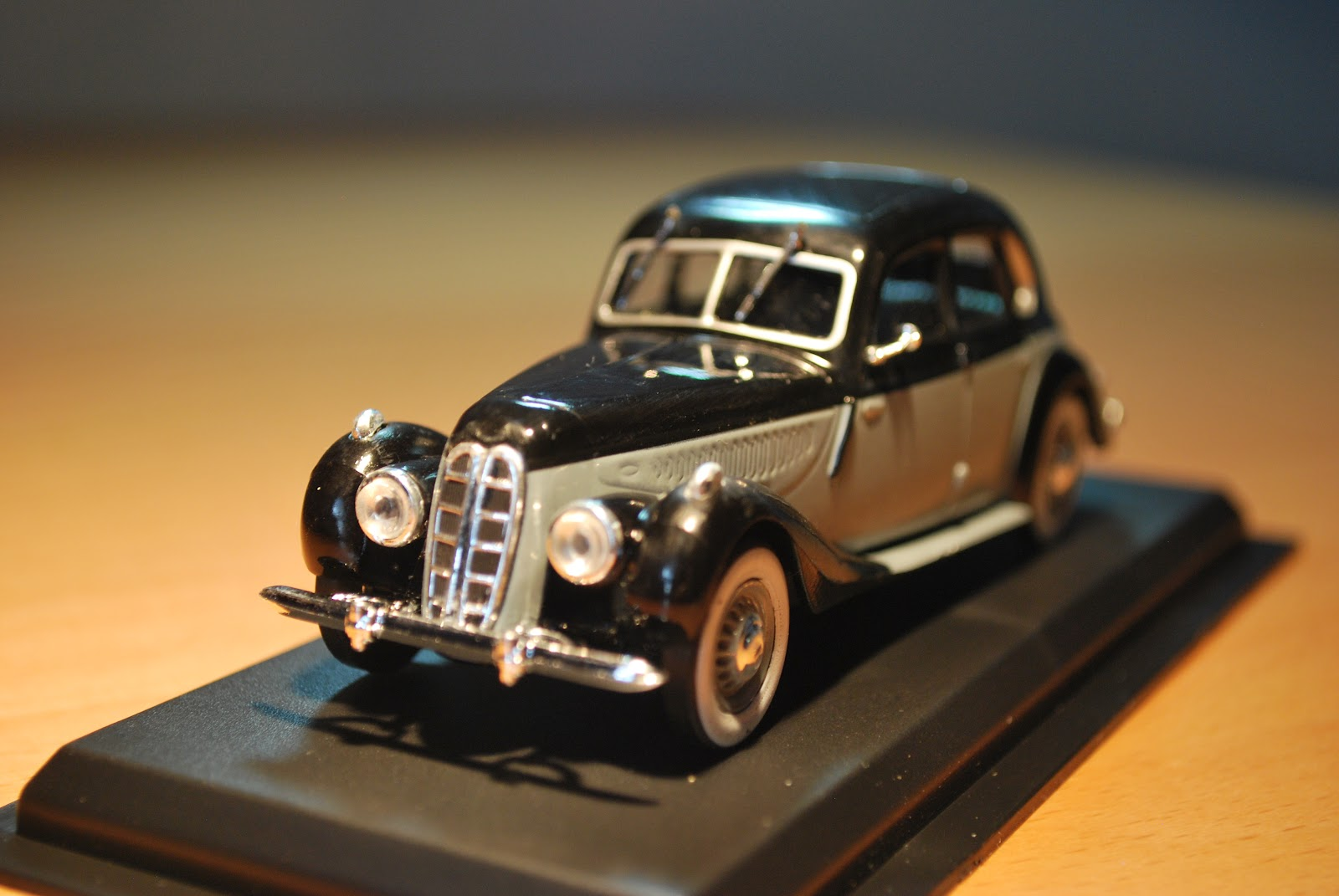 Oscar\'s Classic Model Cars Collection: 1939 BMW 335