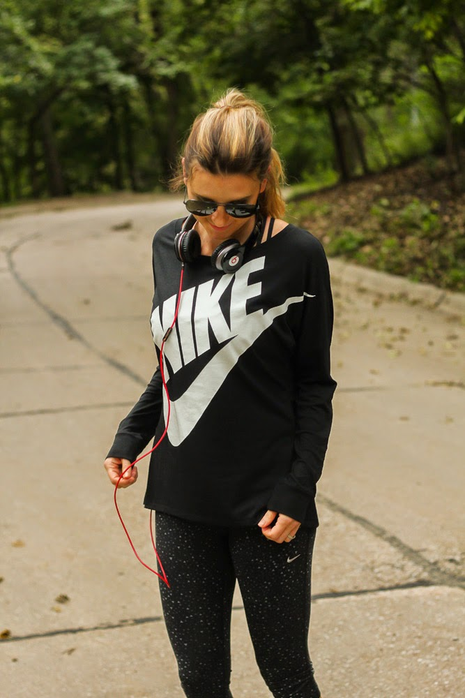 nike-womens-pullover