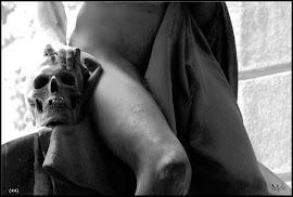 ESCULTURA TUMULAR ERÓTICA/erotic sculptures gravestones in cemeteries