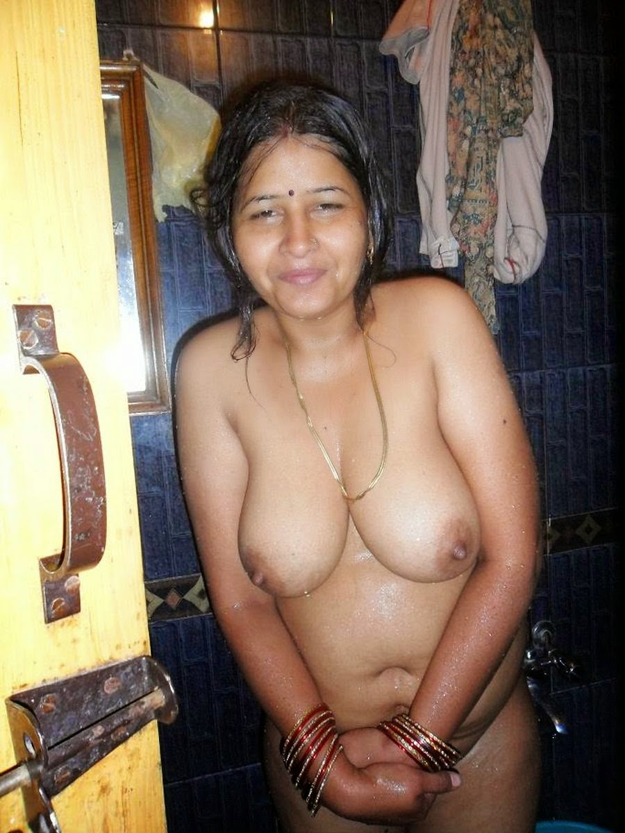 hot sexy pakistani aunty and mom