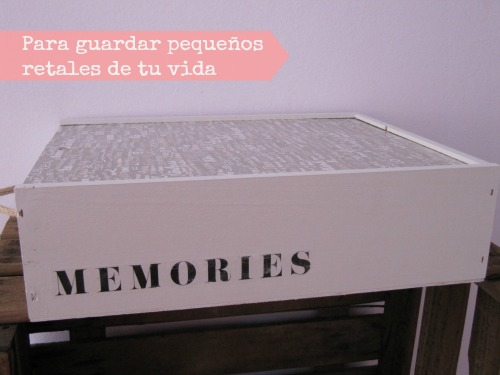 Caja de vinos mediana decorada con chalk paint y decoupage