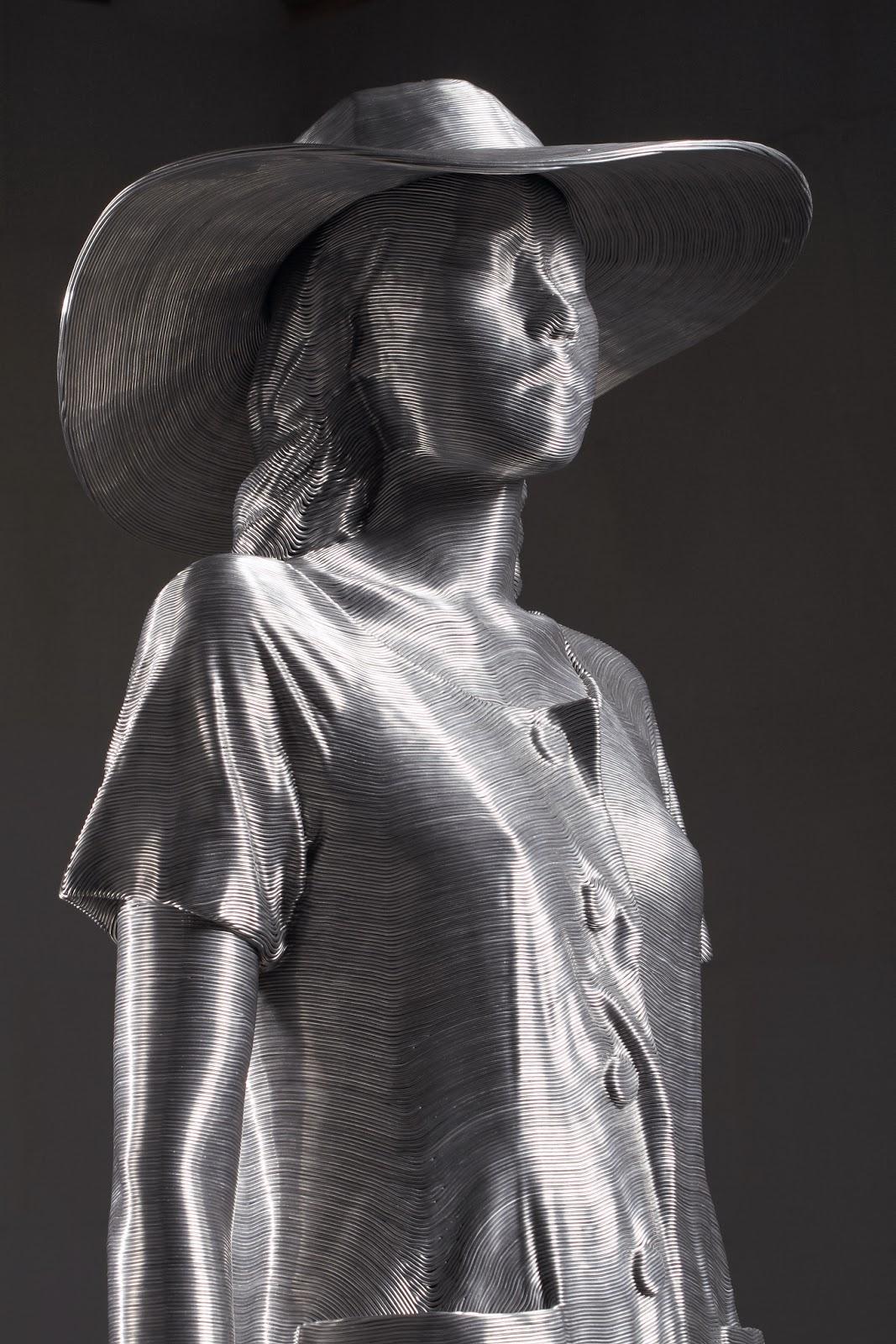 08-Park-Seung-Mo-South-Korean-Artist-&-Sculptor-Wire-Sculpture-www-designstack-co