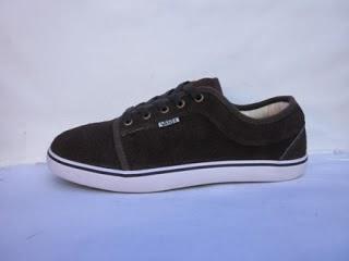 Sepatu Vans Chukka Suede hitam murah