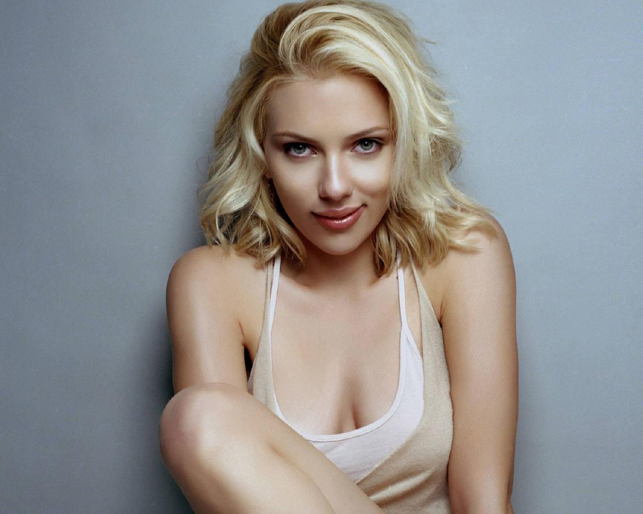 http://4.bp.blogspot.com/-NJUQm1E_brU/TbArMM7aayI/AAAAAAAAAOs/0xsV2G_3vzI/s1600/Scarlett+Johansson4.jpg