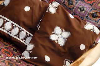 ozdobna poszewka poduszka czekoladowy brąz cekiny z cekinami