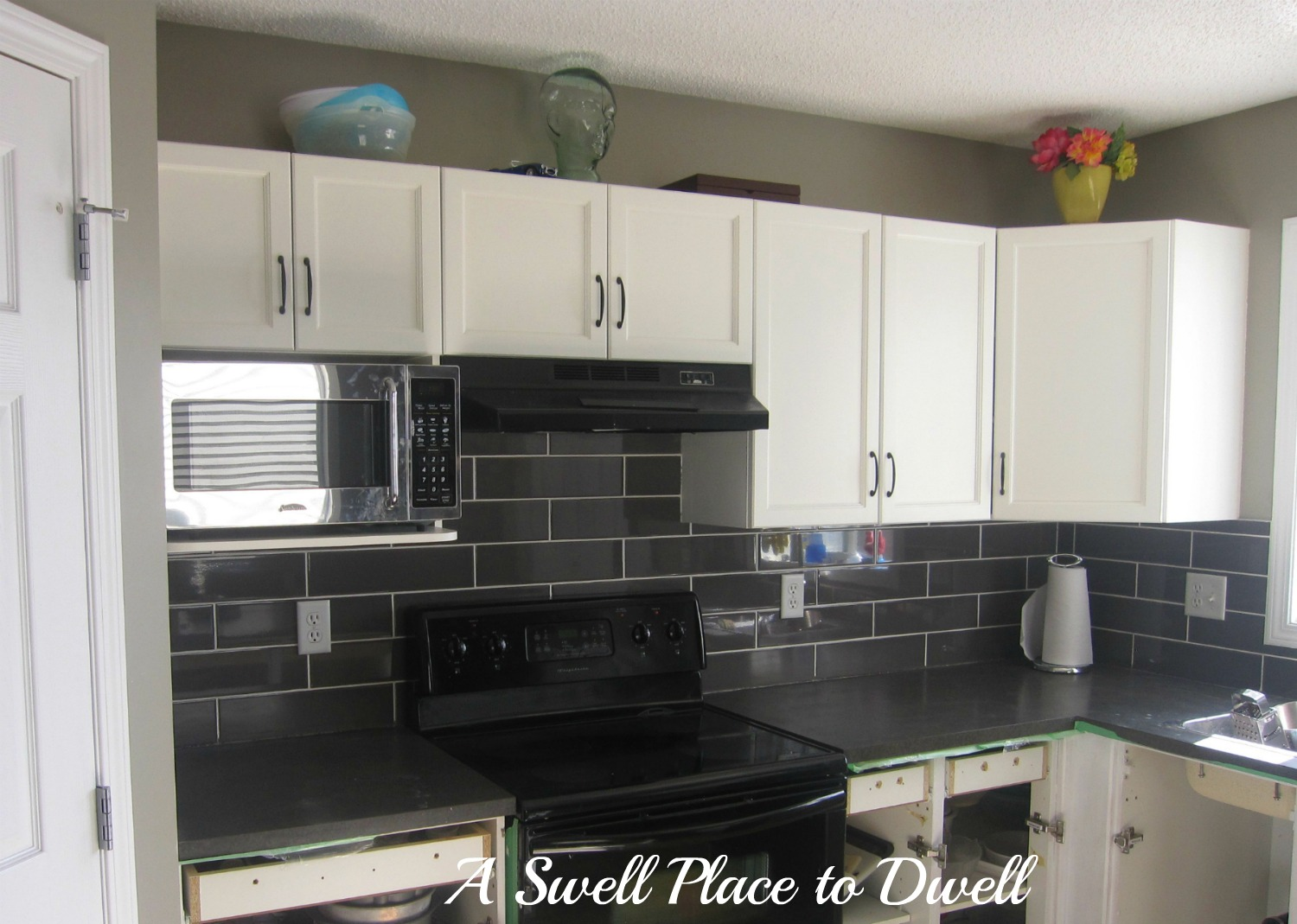 Backsplash tile best home decoration world class for Black kitchen backsplash