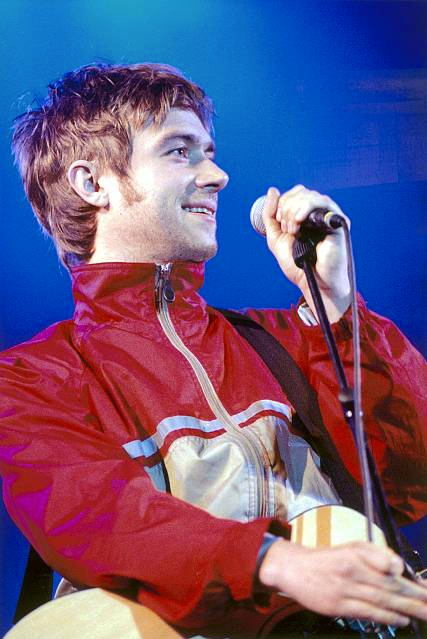 damon albarn oasis, noel gallagher damon albarn, damon albarn hair