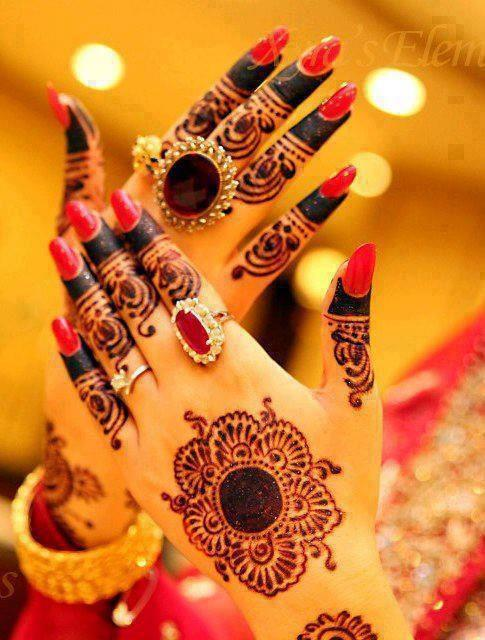 Mehndi Hairstyles Review : New modren bridal mahndi designs for hands feet