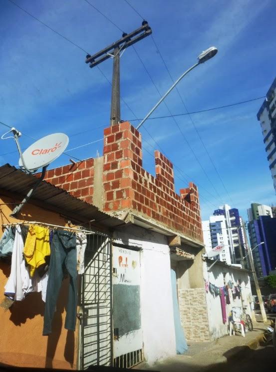 celpe; Direito público e direito privado; ficalização prefeitura; construções bizarras; invação de calçadas por casas; construção irregular