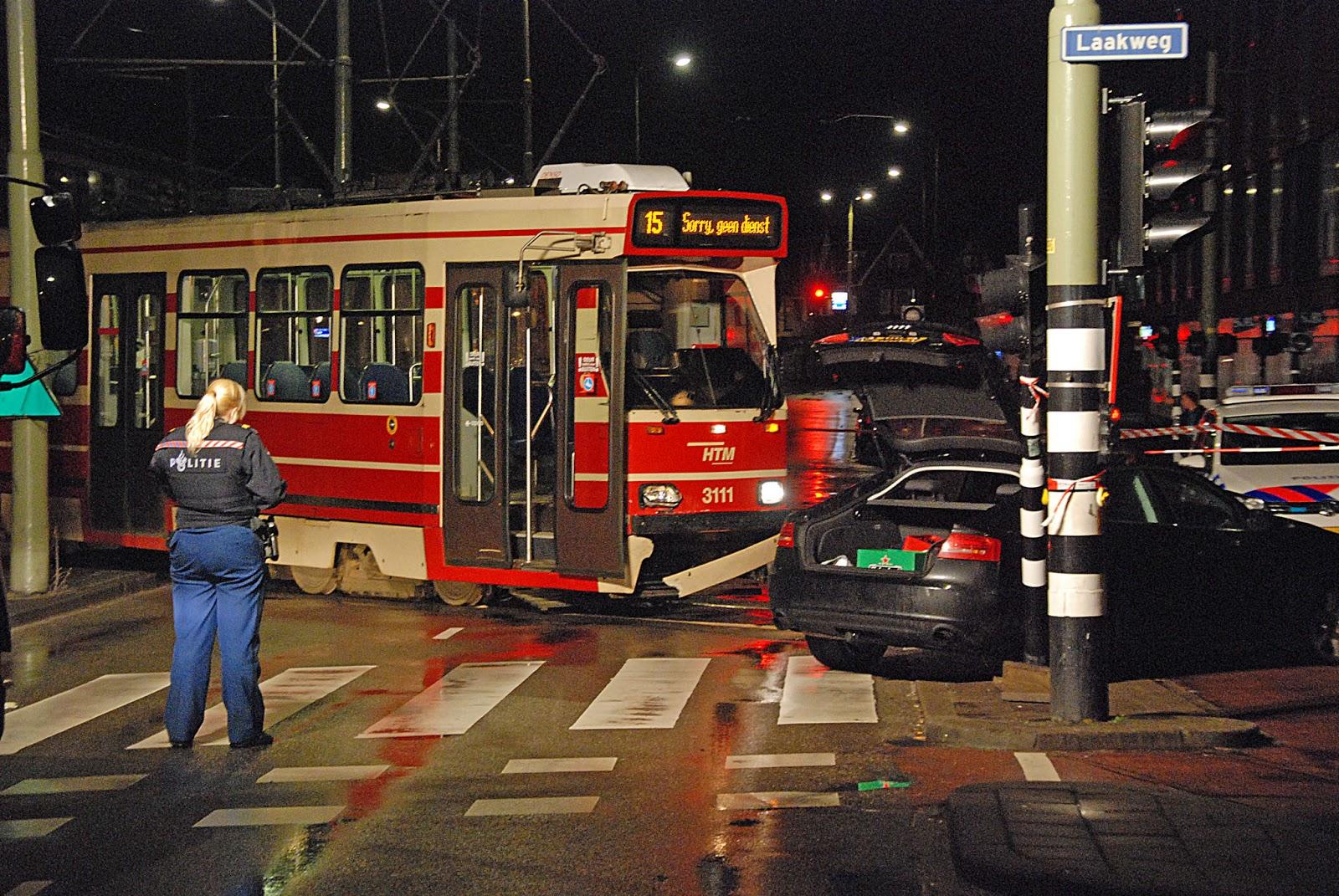 112 haaglanden den haag aanrijding tram en een auto for Auto en interieur den haag