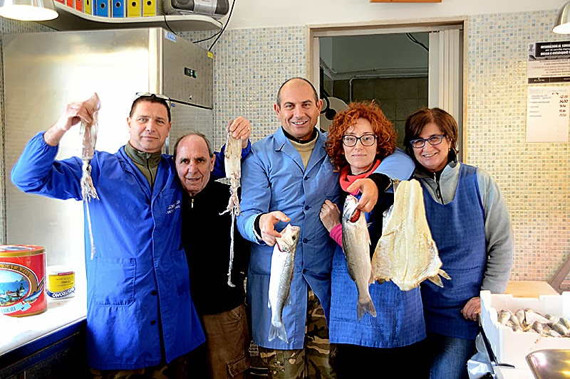 Poverimabelliebuoni pesce serra e foto di gruppo in pescheria for Piero della valentina