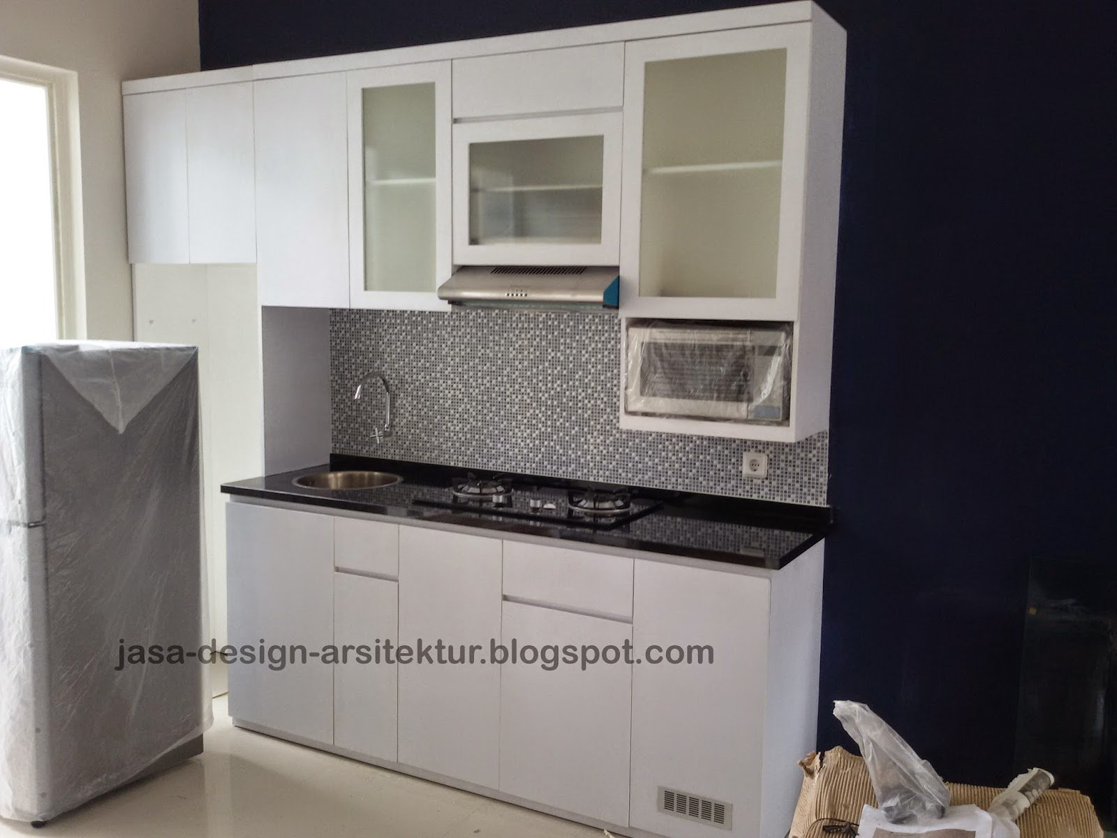 Kontraktor interior surabaya sidoarjo for Kitchen set warna putih