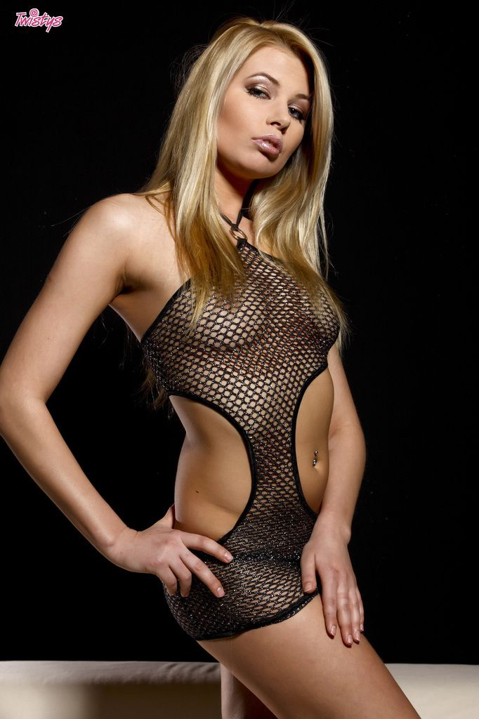 www.CelebTiger.com++Sexy+Model+Leany+In+Fishnet+See+Through+Dress+Nude+010 Leany Wearing A See Through Dress And Stripping Nude In Front Of Camera HQ Photo Gallery