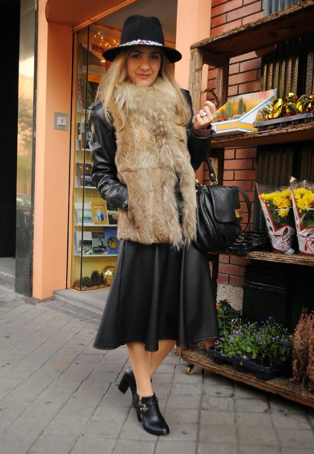 Como combinar chaleco pelo y perfecto cuero falda midi