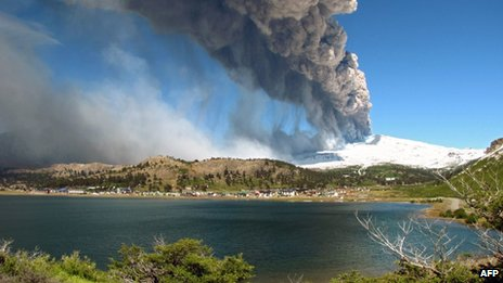 http://silentobserver68.blogspot.com/2012/12/copahue-volcano-eruption-puts-argentina.html