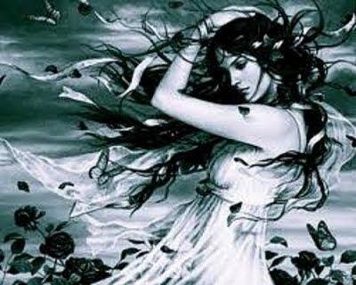 mujer con cabello al viento