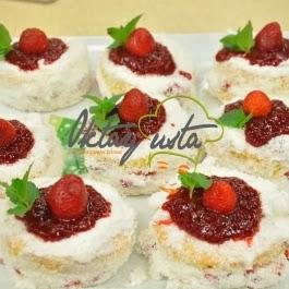 Çilekli Mini Pasta Tarifi