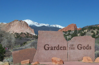 Garden of the Gods park entrance sign