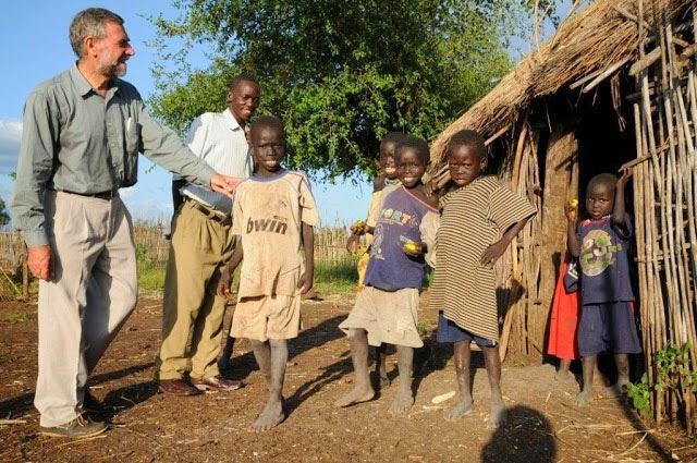 misionero español ayuda a niños Etiopía