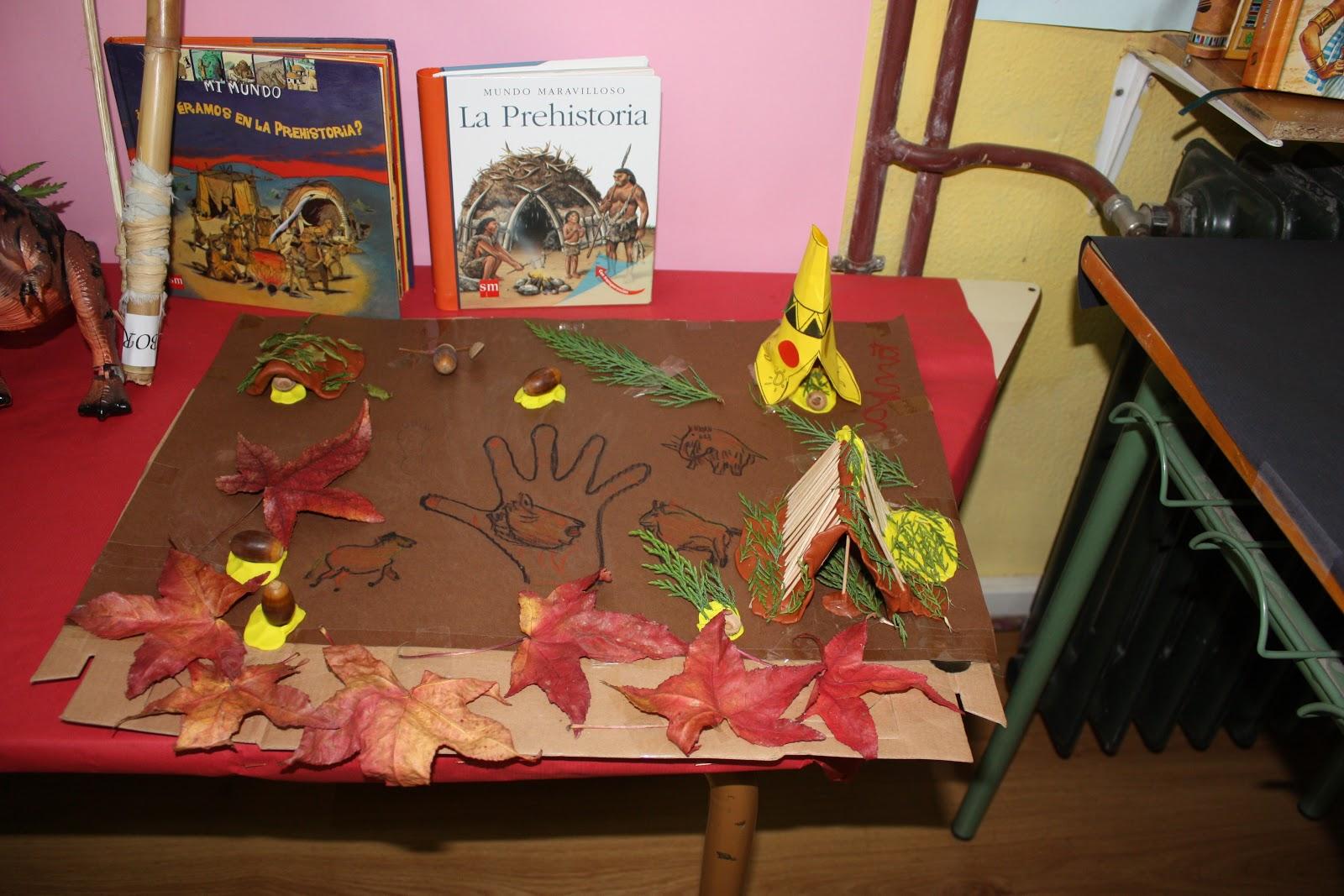 """También hemos aprendido mucho con el libro de Tania """"El maravilloso mundo  de la prehistoria""""; nos gustó mucho su poblado prehistórico en otoño"""