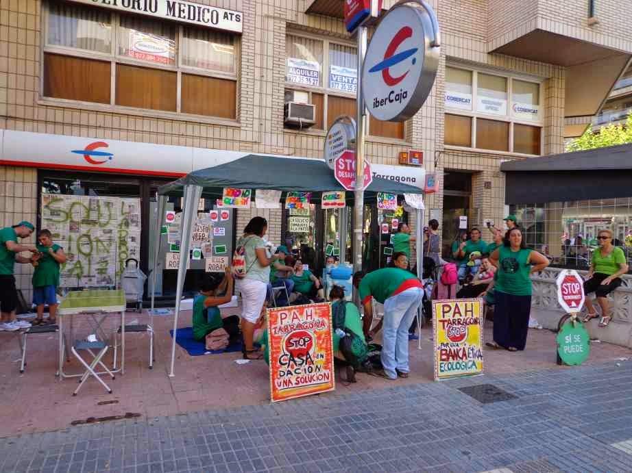 Carrer del mar la pah acampa davant d ibercaja - Oficinas ibercaja barcelona ...