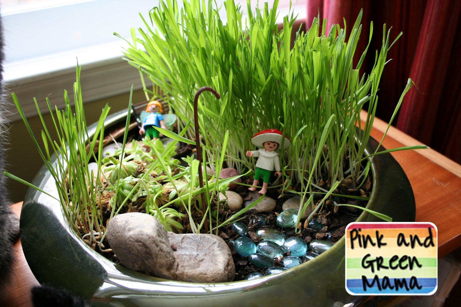 pink and green mama indoor cat fairy garden. Black Bedroom Furniture Sets. Home Design Ideas