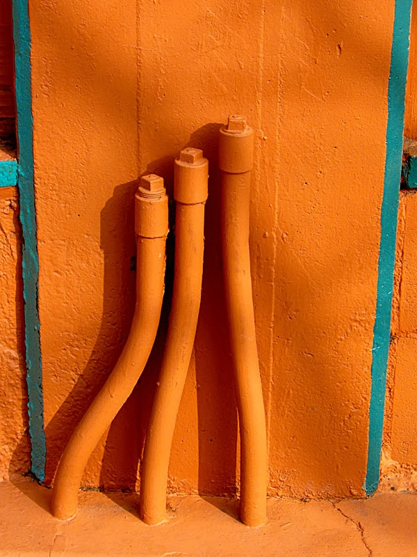 Orange Piping from David Ocker's picture blog Mixed Messages