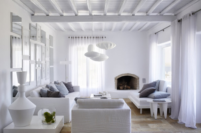 Deco: all white in Grece