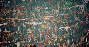 Besiktas 1 - 2 Galatasaray: violence et envahissement du terrain