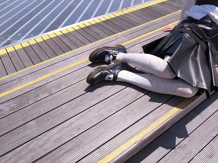 Bra : COMME des GARÇONS  Shirts : UnderCover × UNIQLO  Skirt : COMME des GARÇONS (2013SS)  Tights : tokone × yuri aoki  Shoes : COMME des GARÇONS × Dr.Martens