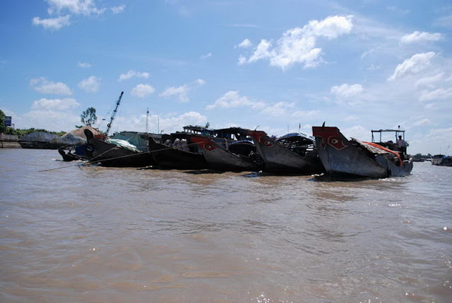 Le marché flottant Cai Be - un trait typique au Sud du Viet Nam