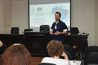 Engenheiro ambiental Marcos Bonsatti explica as etapas de elaboração do Plano Municipal de Gestão Integrada de Resíduos Sólidos