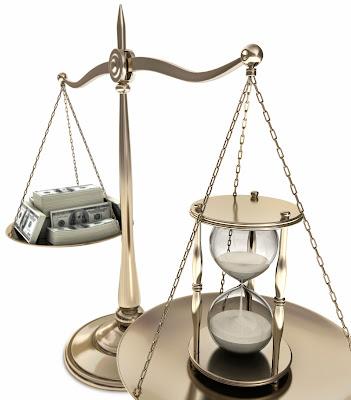 ميزان-أموال-ساعة-ترابية-الطمع-الوقت-التجارة-على-حساب