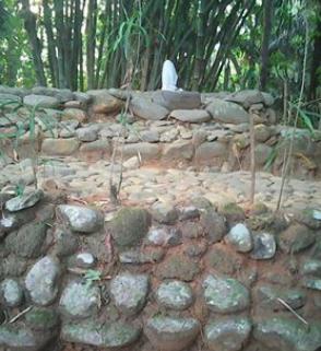 Batu Nisan Tunggal Yang Menjadi Ciri Khas Kacipakuan