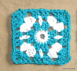 Swirls and Sprinkles: Free crochet granny square pattern