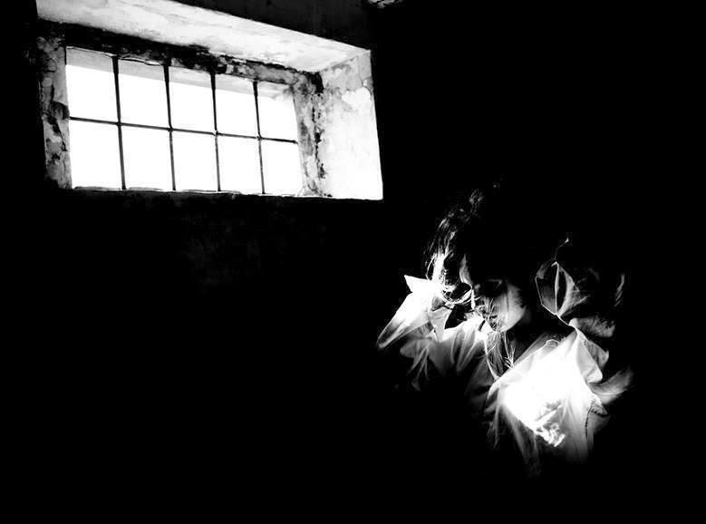 """Poema EL DESPERTAR, de Alejandra Pizarnik. Libro de Referencia: Carlos Morales del Coso, """"Salmo"""", Col. «Cuadernos del Mediterráneo», Ed. El Toro de Barro, Tarancón de Cuenca, 2005."""