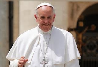 A Mãe do Redentor nos precede e continuamente nos confirma na fé, disse o Papa