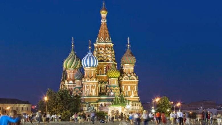 Πολλοί Ρώσοι πιστεύουν ότι στην Ευρώπη δεν είναι πλέον ευπρόσδεκτοι. Επιπλέον, το νόμισμά τους καταρρέει. Έτσι, πρέπει να κάνουν οικονομίες. Όπως οι ολιγάρχες αλλά και οι απλοί πολίτες προβαίνουν σε περικοπές.