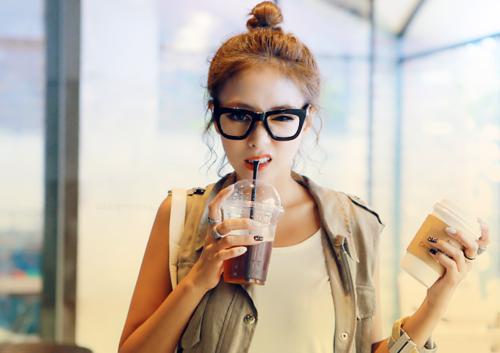 Adela & Tessie: Nerd glasses