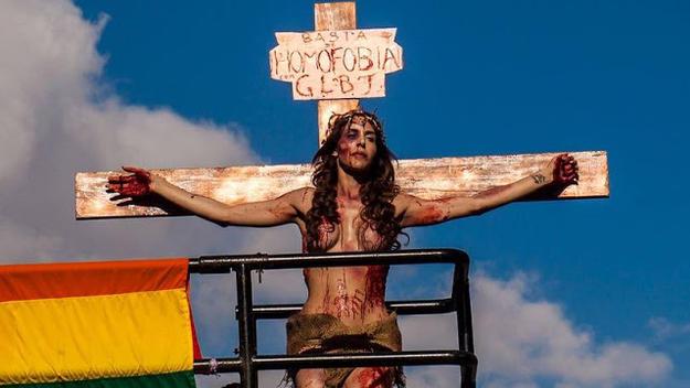 Transex crucificada