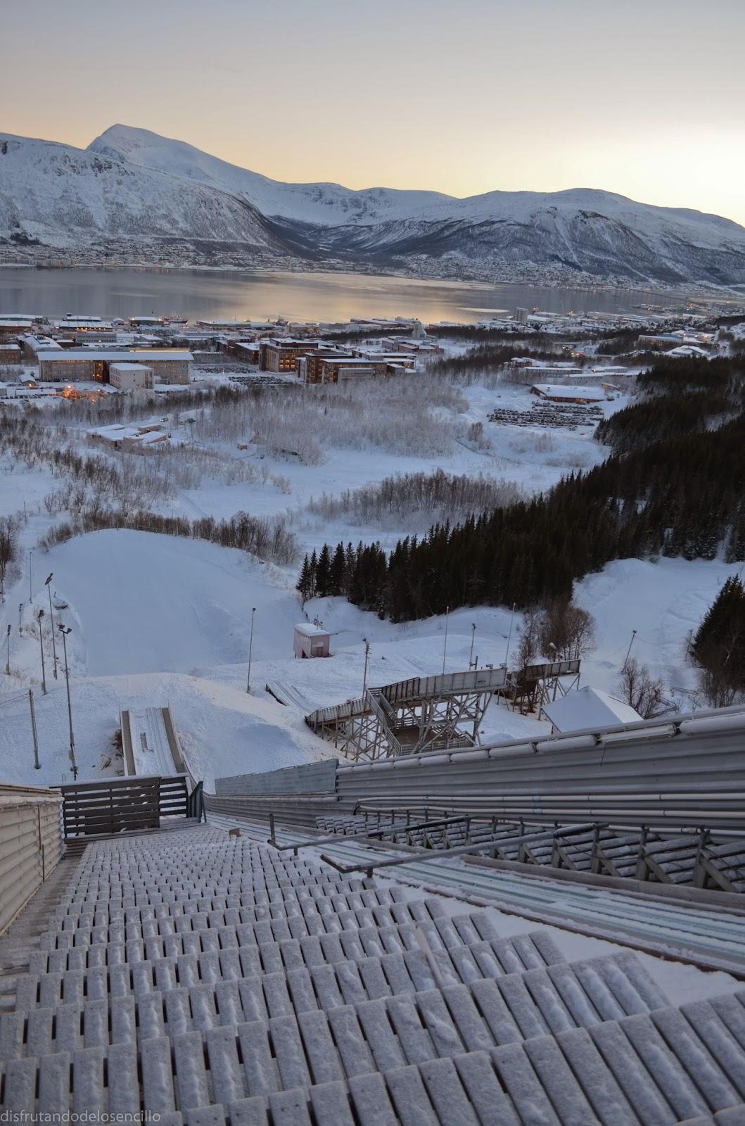 vista desde la parte de arriba de trampolín saltos ski tromso